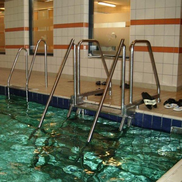 Naaktzwemmen zwemschool De Abeel BlootKompas!